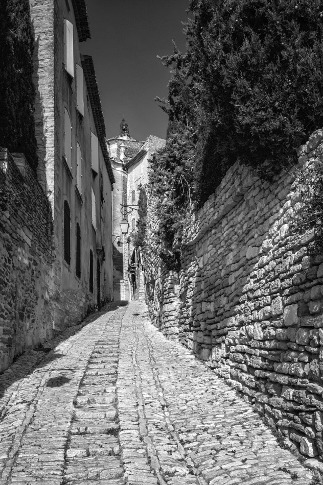 Little street in Gordes. Turned out I bought  excactly  the same shot as a postcard. Needless to say I like my version better :) 24mm, red filter
